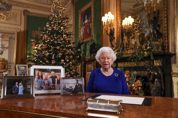 Bật mí bí quyết dưỡng nhan của Nữ hoàng Anh: Không bao giờ để người khác động chạm vào da, chỉ ưng duy nhất tuýp kem dưỡng ẩm 600k - Ảnh 4.