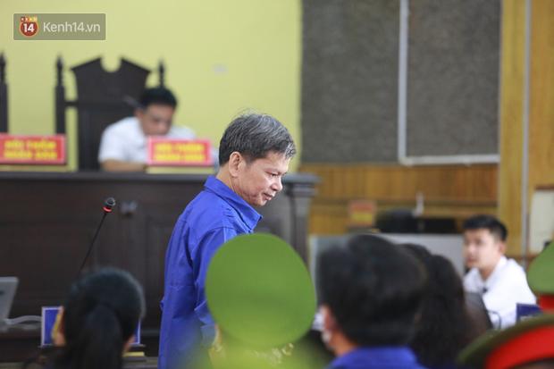 Xét xử gian lận thi THPT ở Sơn La: Người đi không vững công an phải dìu, kẻ có vai trò chính phủ nhận tội - Ảnh 8.