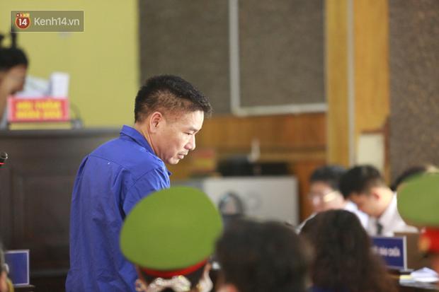 Xét xử gian lận thi THPT ở Sơn La: Người đi không vững công an phải dìu, kẻ có vai trò chính không nhận tội - Ảnh 10.