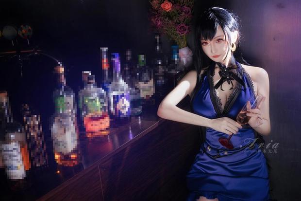 Chiêm ngưỡng bộ ảnh cosplay Tifa phong cách quý cô quầy rượu, nhìn sương sương cũng đủ say men - Ảnh 2.