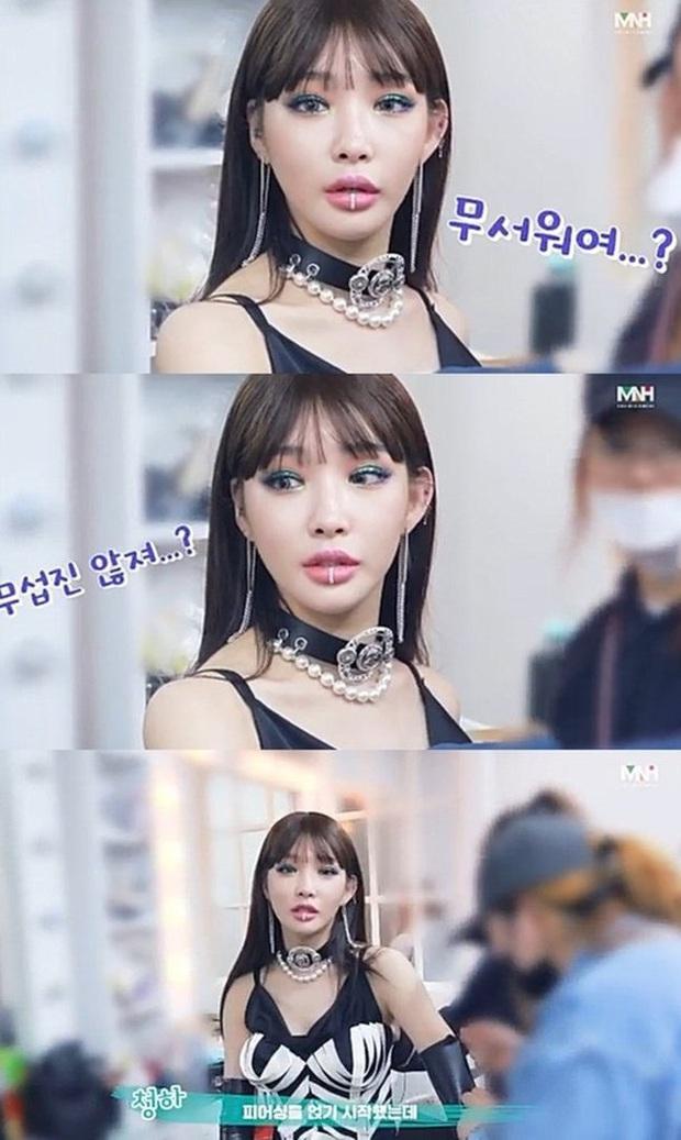 Chungha xuất hiện với khuôn mặt cứng đơ, khác lạ trong video hậu trường MV khiến Knet sốc vì nhìn cứ tưởng… Park Bom - Ảnh 1.
