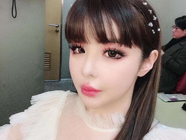 Chungha bị Knet khẩu nghiệp vì lộ mặt sưng phồng đáng báo động ở hậu trường, Park Bom bỗng dưng bị gọi tên - Ảnh 5.