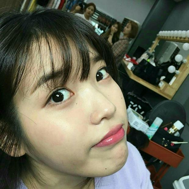 Hiếm idol nữ nào selfie mà đạt đến độ đẹp điên đảo như IU, kéo đến hình siêu zoom lồ lộ làn da và đường nét mới choáng - Ảnh 11.