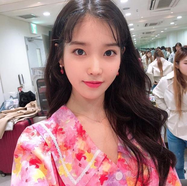 Hiếm idol nữ nào selfie mà đạt đến độ đẹp điên đảo như IU, kéo đến hình siêu zoom lồ lộ làn da và đường nét mới choáng - Ảnh 8.
