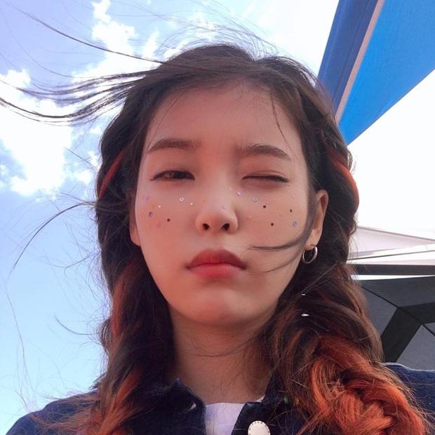 Hiếm idol nữ nào selfie mà đạt đến độ đẹp điên đảo như IU, kéo đến hình siêu zoom lồ lộ làn da và đường nét mới choáng - Ảnh 10.