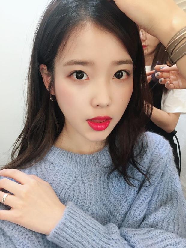Hiếm idol nữ nào selfie mà đạt đến độ đẹp điên đảo như IU, kéo đến hình siêu zoom lồ lộ làn da và đường nét mới choáng - Ảnh 7.