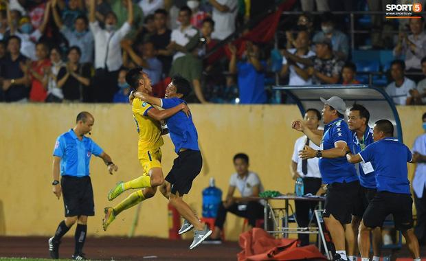 CLB Nam Định hạ thuyết phục HAGL 2-0 trong ngày bóng đá Việt Nam chính thức trở lại - Ảnh 4.