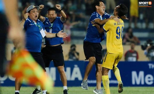 CLB Nam Định hạ thuyết phục HAGL 2-0 trong ngày bóng đá Việt Nam chính thức trở lại - Ảnh 3.