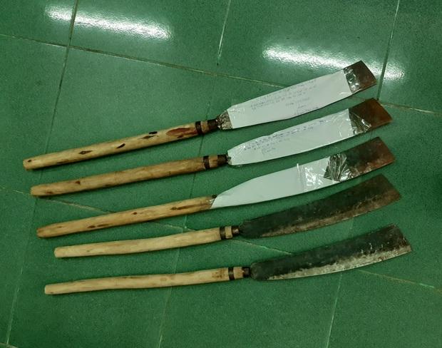 Nhóm thanh niên cầm dao đuổi chém người dã man vì mâu thuẫn tiền bạc - Ảnh 3.