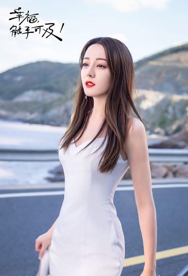 Rầm rộ là vậy nhưng Hạnh Phúc Trong Tầm Tay của Địch Lệ Nhiệt Ba lại thua toàn tập trước Tiểu Song Hye Kyo - Ảnh 1.