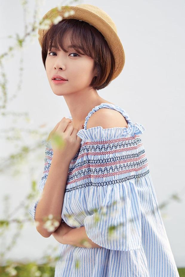 Hwang Jung Eum: Nữ hoàng rom-com đã trở lại lợi hại với vai dì hai quán rượu quyến rũ ở Mystic Pop-up Bar - Ảnh 2.