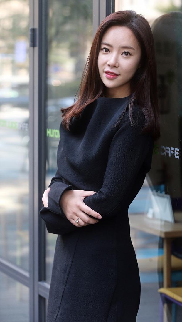 Hwang Jung Eum: Nữ hoàng rom-com đã trở lại lợi hại với vai dì hai quán rượu quyến rũ ở Mystic Pop-up Bar - Ảnh 3.