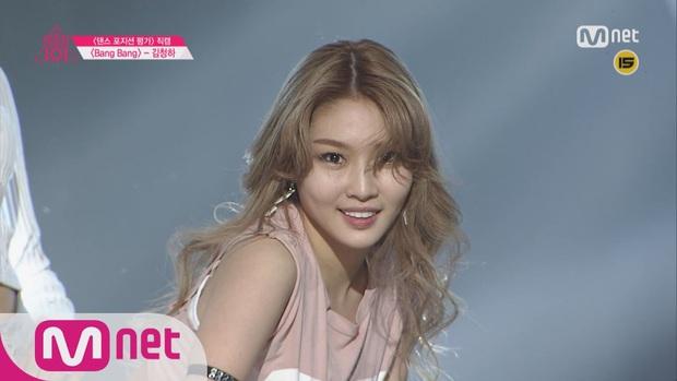 Chungha xuất hiện với khuôn mặt cứng đơ, khác lạ trong video hậu trường MV khiến Knet sốc vì nhìn cứ tưởng… Park Bom - Ảnh 5.