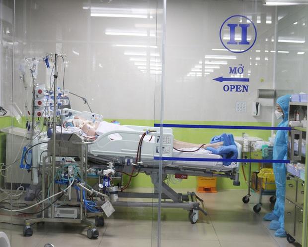 Bệnh viện Chợ Rẫy sẽ huy động tối đa nguồn lực, thiết bị để cứu chữa nam phi công người Anh - Ảnh 2.
