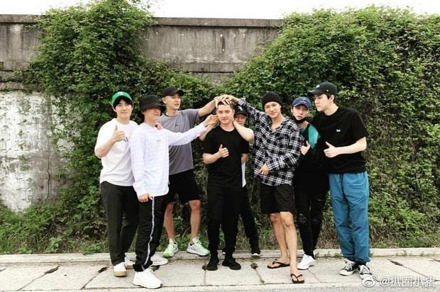 Chỉ 1 hành động, Lay đã tiết lộ mối quan hệ thực sự với nhóm EXO, gây bão Weibo khi chễm chệ top 1 tìm kiếm - Ảnh 5.