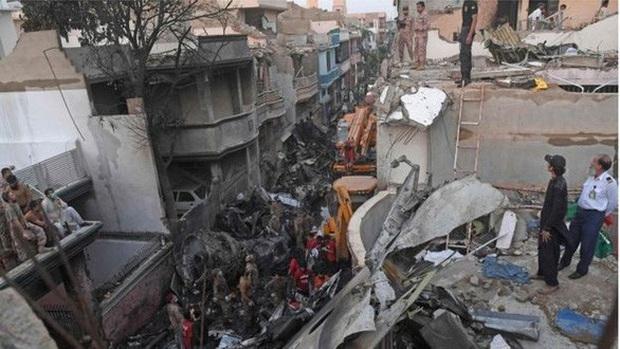 Tai nạn máy bay Pakistan: Tìm thấy hộp đen để tiến hành điều tra - Ảnh 1.