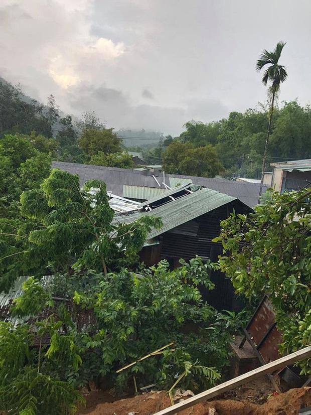 Quảng Nam: Mưa dông kèm lốc xoáy khiến nhiều nhà dân bị tốc mái - Ảnh 1.