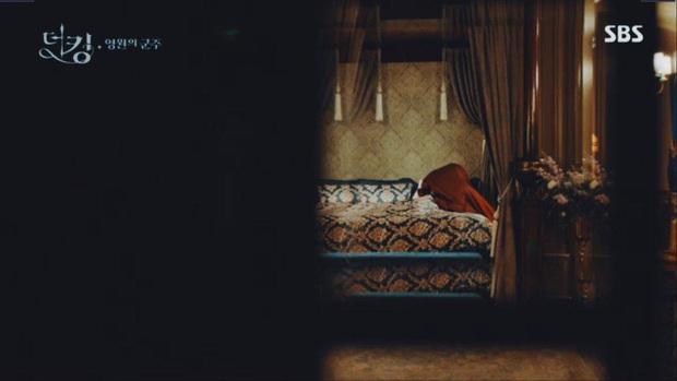 Tập 12 Quân Vương Bất Diệt trả bài cực hot cảnh giường chiếu của Lee Min Ho: Hết hôn cổ tới luôn bước hạ sinh thái tử? - Ảnh 4.
