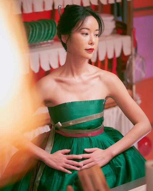Hwang Jung Eum: Nữ hoàng rom-com đã trở lại lợi hại với vai dì hai quán rượu quyến rũ ở Mystic Pop-up Bar - Ảnh 13.