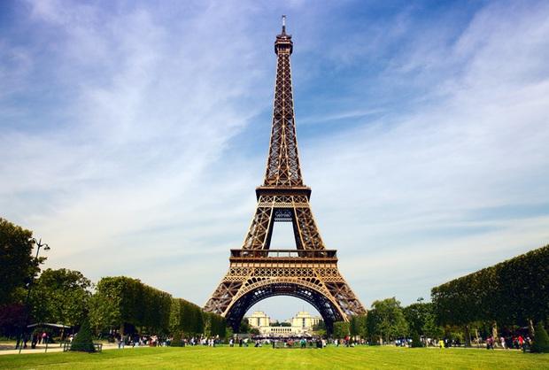 Tháp Eiffel nổi tiếng thế giới thì ai cũng biết nhưng trên đỉnh tòa tháp này còn ẩn chứa một bí mật bất ngờ và vô cùng đặc biệt - Ảnh 2.
