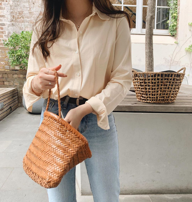Hè này không cần điên cuồng sắm nhiều túi xách, chị em cứ đầu tư vào đúng 3 mẫu túi này là mặc đẹp trong mọi hoàn cảnh - Ảnh 4.