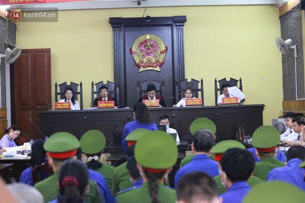 Xét xử gian lận thi THPT ở Sơn La: Mẹ bỏ gần nửa tỷ chạy điểm để con vào bằng được trường công an - Ảnh 1.