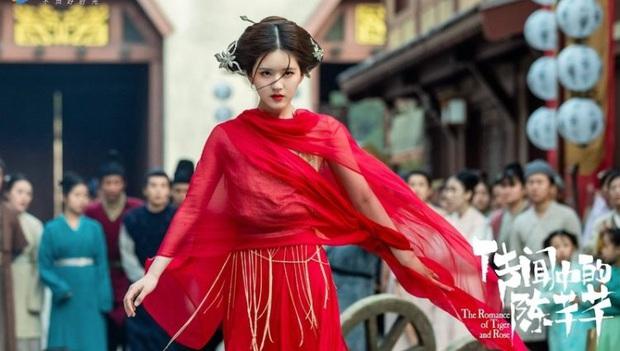 Rầm rộ là vậy nhưng Hạnh Phúc Trong Tầm Tay của Địch Lệ Nhiệt Ba lại thua toàn tập trước Tiểu Song Hye Kyo - Ảnh 3.
