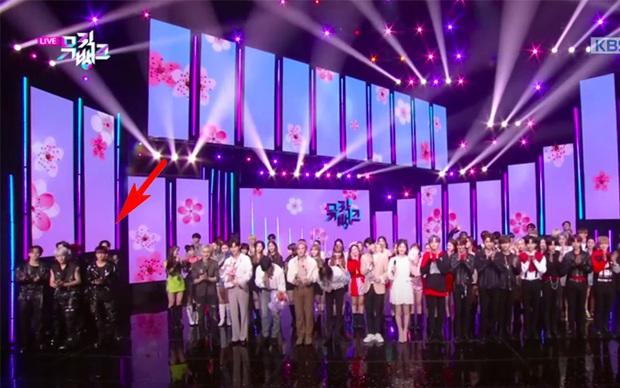 Chuyện gì thế này: NCT 127 bị dàn nghệ sĩ xa lánh, bạc đãi sau scandal Itaewon của thành viên Jaehyun tại Music Bank? - Ảnh 4.