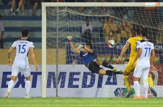 CLB Nam Định hạ thuyết phục HAGL 2-0 trong ngày bóng đá Việt Nam chính thức trở lại - Ảnh 1.