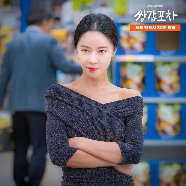 Hwang Jung Eum: Nữ hoàng rom-com đã trở lại lợi hại với vai dì hai quán rượu quyến rũ ở Mystic Pop-up Bar - Ảnh 11.