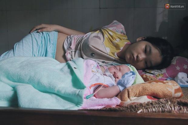 Xót cảnh bé trai 3 tháng tuổi không biết mặt bố, vừa chào đời đã mắc bệnh tim, hở hàm ếch sống bên người mẹ khù khờ - Ảnh 1.