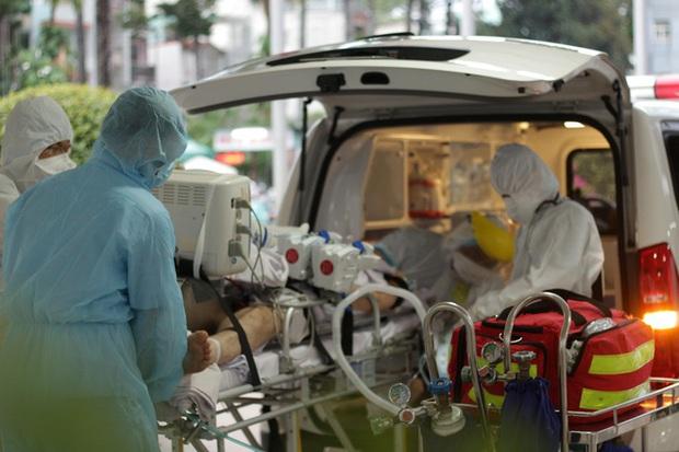 Nam phi công người Anh phụ thuộc gần hoàn toàn vào hệ thống ECMO, nhiễm trùng phổi chưa khống chế - Ảnh 1.