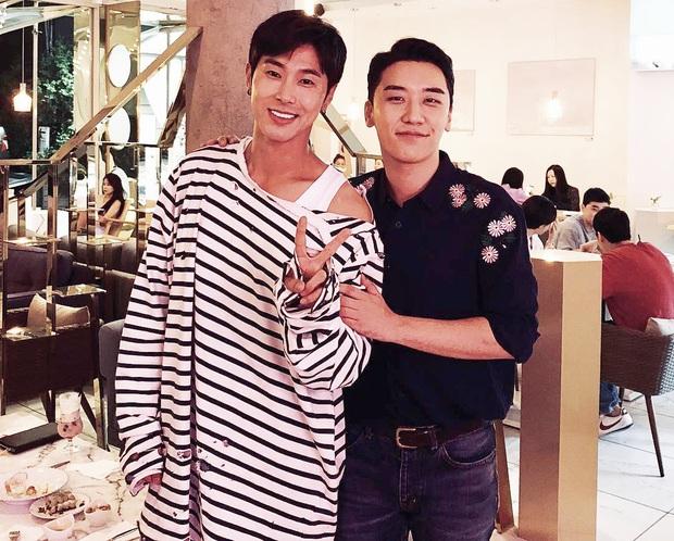 Duyên trời định kỳ phùng địch thủ SM - YG: Hết tình bạn đến tin đồn hẹn hò chấn động, sốc nhất vụ GD - Taeyeon, Jisoo - Suho - Ảnh 8.