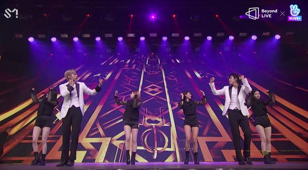 TVXQ! nói Xin chào fan Việt, biểu diễn cực sung tại concert online với loạt sân khấu đã mắt; được hậu bối NCT Dream giao nhiệm vụ đầy ý nghĩa - Ảnh 13.