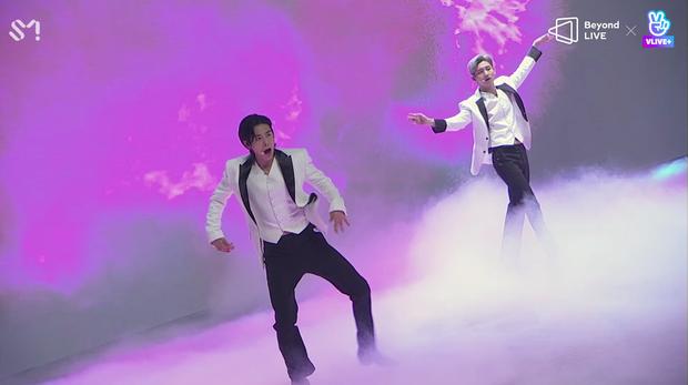 TVXQ! nói Xin chào fan Việt, biểu diễn cực sung tại concert online với loạt sân khấu đã mắt; được hậu bối NCT Dream giao nhiệm vụ đầy ý nghĩa - Ảnh 31.