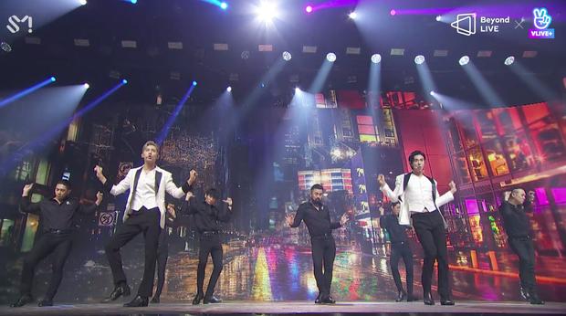 TVXQ! nói Xin chào fan Việt, biểu diễn cực sung tại concert online với loạt sân khấu đã mắt; được hậu bối NCT Dream giao nhiệm vụ đầy ý nghĩa - Ảnh 41.