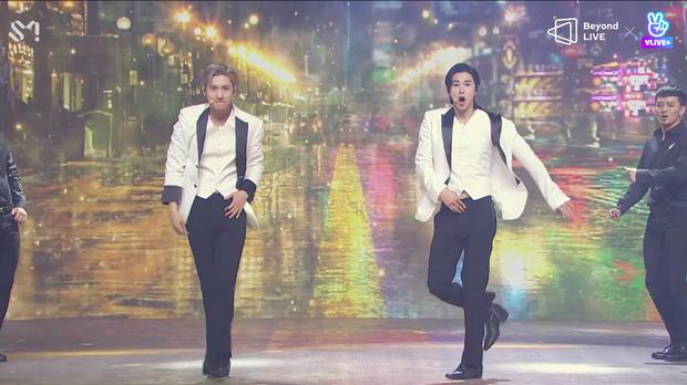 TVXQ! nói Xin chào fan Việt, biểu diễn cực sung tại concert online với loạt sân khấu đã mắt; được hậu bối NCT Dream giao nhiệm vụ đầy ý nghĩa - Ảnh 45.