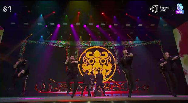 TVXQ! nói Xin chào fan Việt, biểu diễn cực sung tại concert online với loạt sân khấu đã mắt; được hậu bối NCT Dream giao nhiệm vụ đầy ý nghĩa - Ảnh 124.