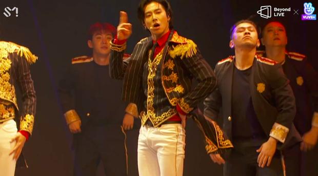 TVXQ! nói Xin chào fan Việt, biểu diễn cực sung tại concert online với loạt sân khấu đã mắt; được hậu bối NCT Dream giao nhiệm vụ đầy ý nghĩa - Ảnh 131.