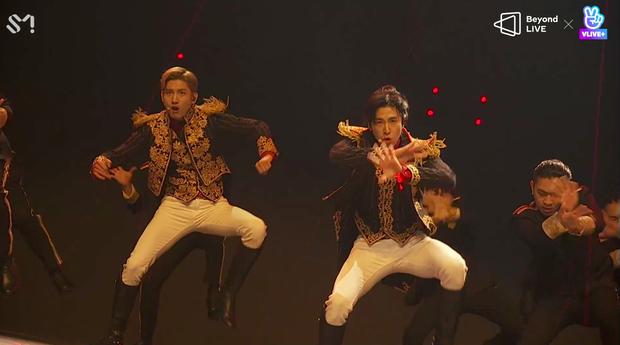 TVXQ! nói Xin chào fan Việt, biểu diễn cực sung tại concert online với loạt sân khấu đã mắt; được hậu bối NCT Dream giao nhiệm vụ đầy ý nghĩa - Ảnh 132.