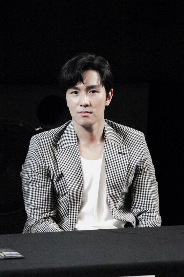 Lần đầu có nam idol dám đăng thẳng ảnh vạch trần fan cuồng, vừa dằn mặt vừa van xin vì bị hành động rùng mình - Ảnh 2.