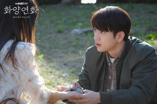 Bất chấp diễn xuất ăn tiền của Lee Bo Young, Khi Tình Yêu Nở Rộ vẫn mất điểm với khán giả vì hai lý do này - Ảnh 2.