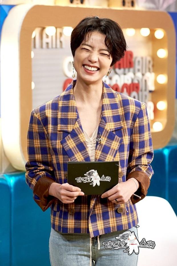 Nữ diễn viên Reply 1997 nhà YG chiếm trọn Top 1 Naver từ tối qua đến giờ, tất cả là nhờ màn lột xác nude 100% trên bìa tạp chí - Ảnh 7.