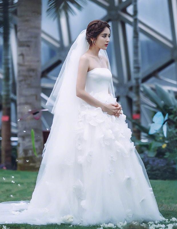 9 cô dâu nhan sắc đỉnh bức người ở màn ảnh Hoa ngữ: Cứ nghĩ thần thái là thế nhưng Địch Lệ Nhiệt Ba vẫn chưa phải đỉnh nhất nha! - Ảnh 7.