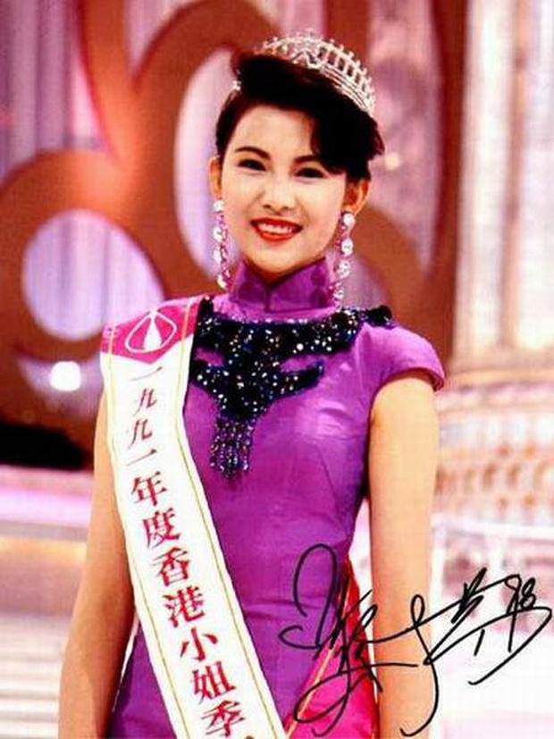 Á hậu đẹp nhất Hong Kong: Bán thân trả nợ cho mẹ, lấy chồng kém tài, cuộc sống U50 ra sao? - Ảnh 2.