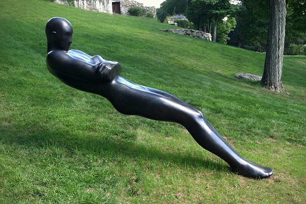 Những bức tượng kỳ dị thách thức tất cả các quy luật vật lý, khiến người ta càng nhìn càng xuýt xoa và sợ hãi - Ảnh 13.