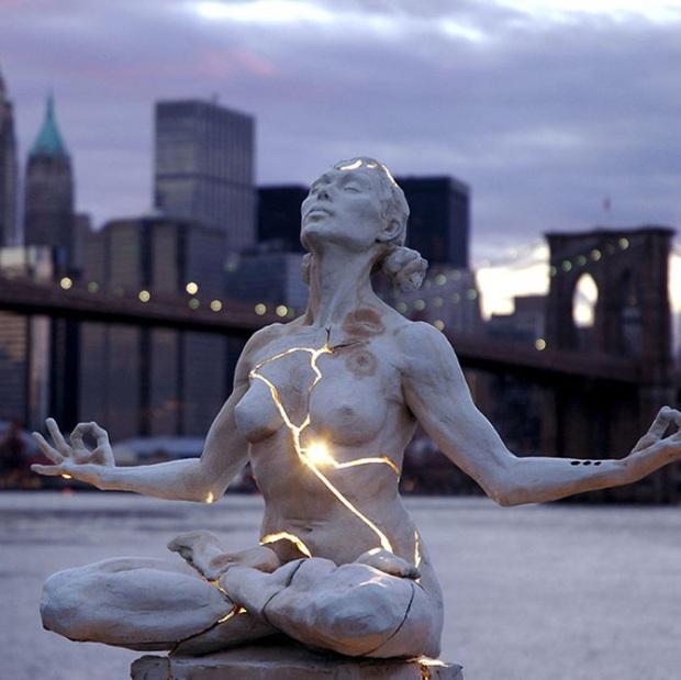 Những bức tượng kỳ dị thách thức tất cả các quy luật vật lý, khiến người ta càng nhìn càng xuýt xoa và sợ hãi - Ảnh 14.