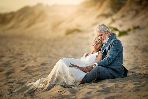 Bộ ảnh cưới độc đáo khiến lớp trẻ phải chạy dài mới kịp của cặp vợ chồng đã đi qua mọi bão giông cuộc đời - Ảnh 3.