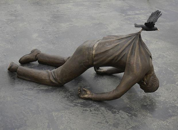 Những bức tượng kỳ dị thách thức tất cả các quy luật vật lý, khiến người ta càng nhìn càng xuýt xoa và sợ hãi - Ảnh 4.