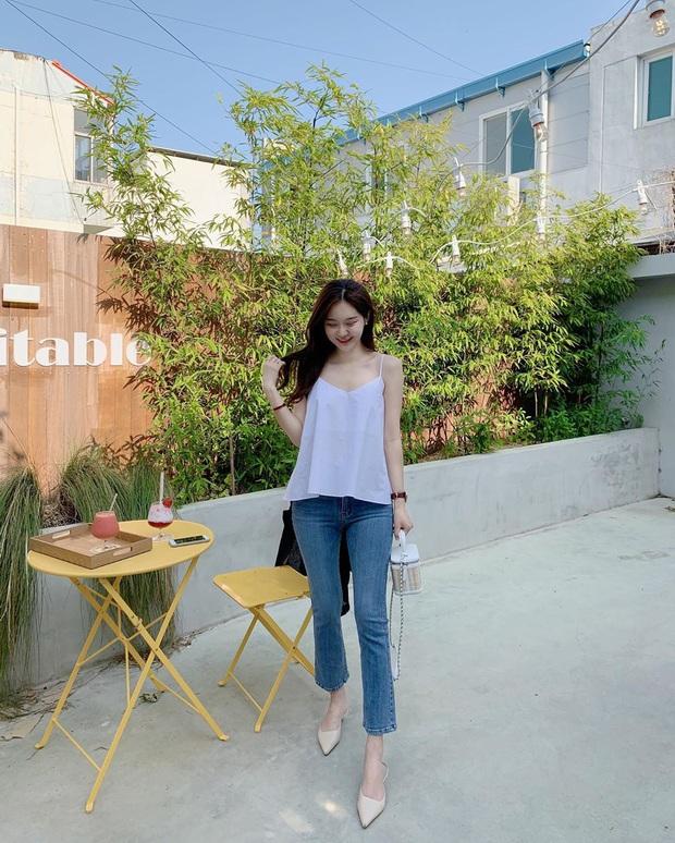 Học Seulgi, HuynA và Jisoo cách diện quần jeans giúp hack dáng hiệu quả, thậm chí là kéo chân dài tới nách - Ảnh 4.